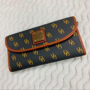 Dooney & Bourke Gretta Continental Clutch Wallet